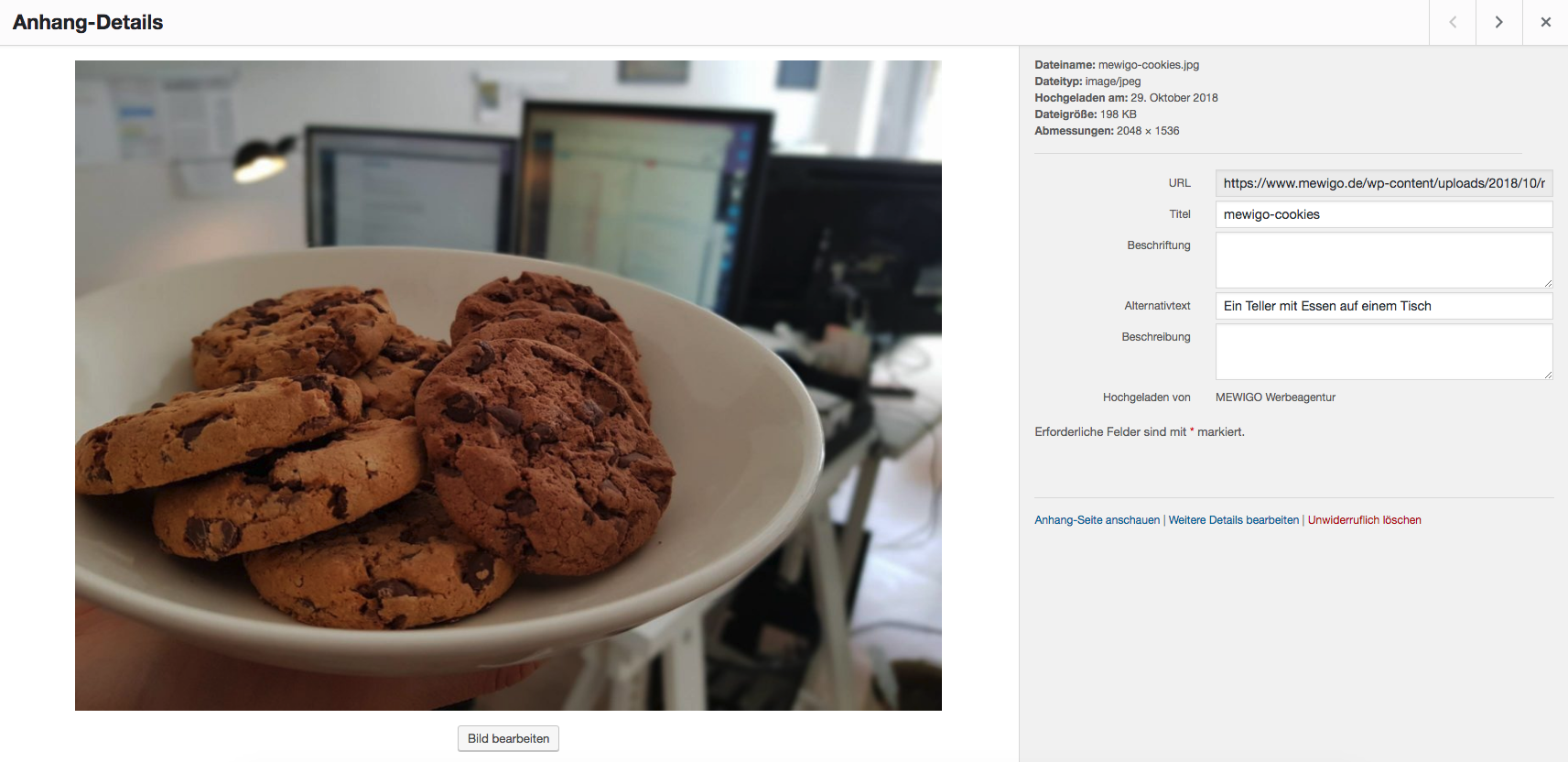 Screenshot im WordPress Backend des Bildes 'Ein Teller mit Essen auf einem Tisch'