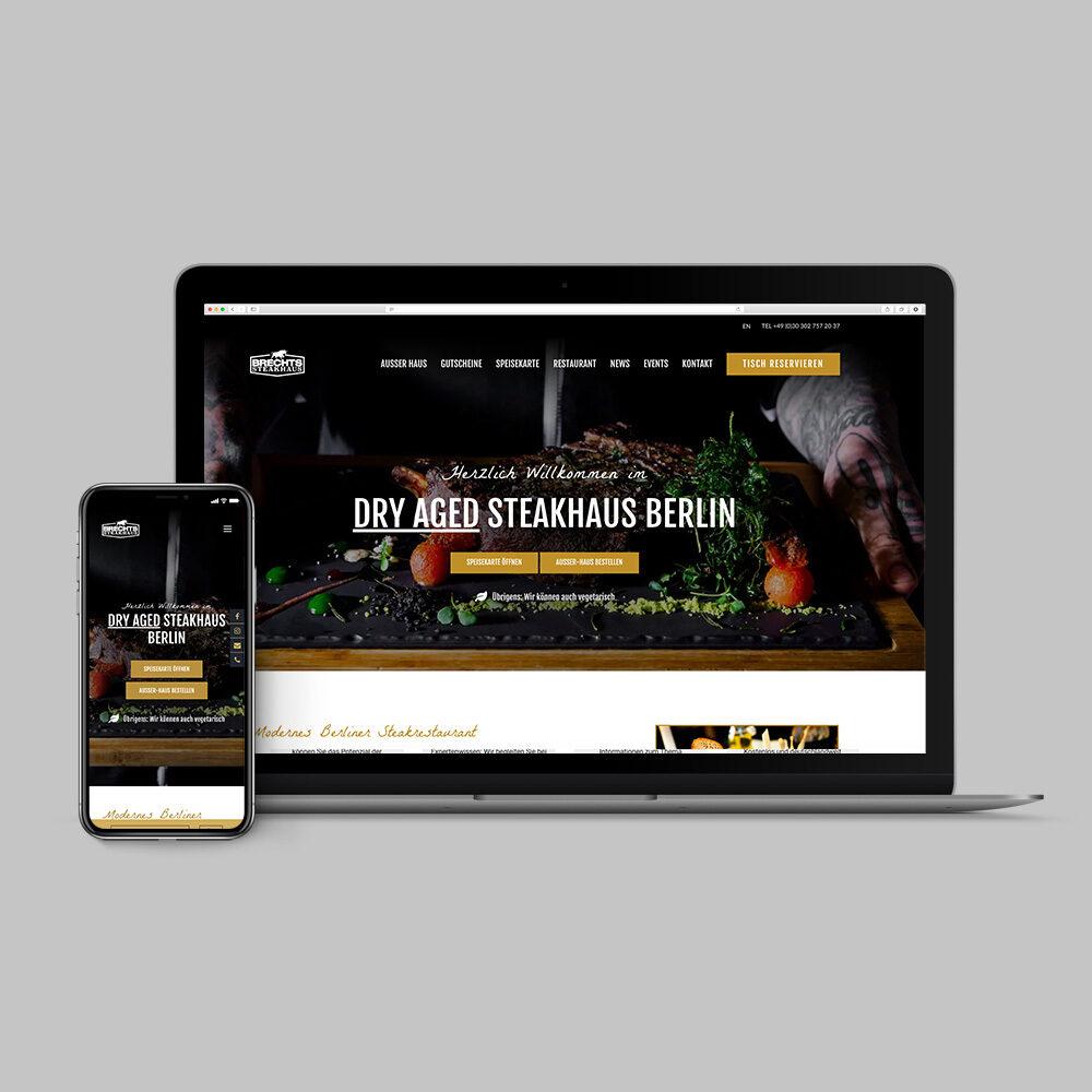 Demonstration der Webseite auf Mobilgerät und Laptop